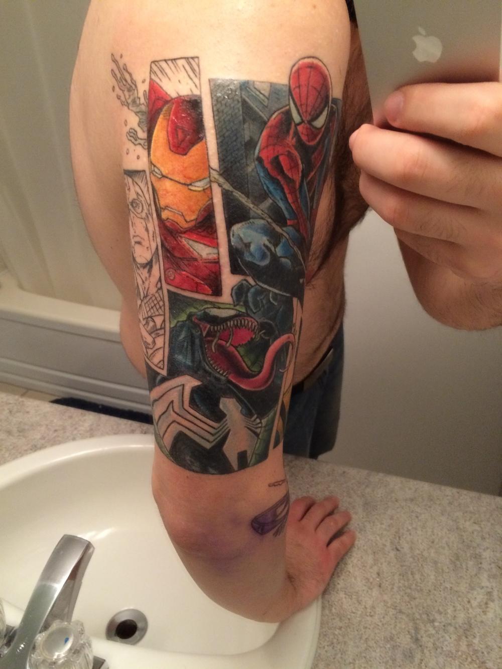 P.S.: À 13m55, je pars pour commencer une phrase et je voulais dire : À cause du dessin de mon tattoo, il y a des lignes de contour foncées qui font mal à se faire tracer